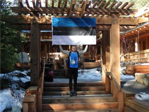 Peeter Kümmel on Brew Creekis Eesti lipu üles riputanud.