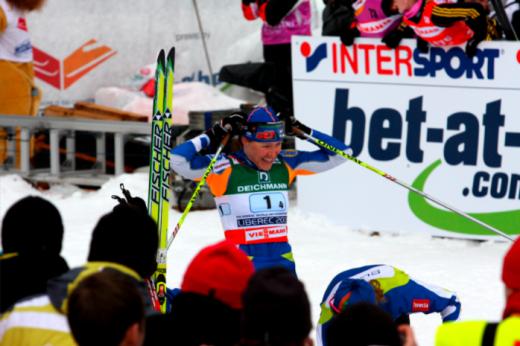 Aino-Kaisa Saarinen teatesõidu finishis, Foto: Eesti Suusaliit